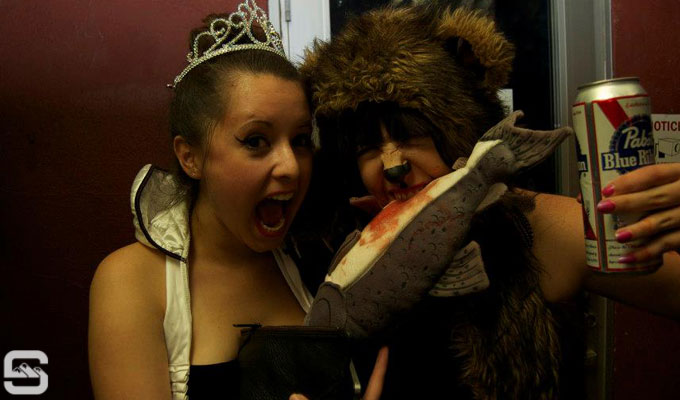 electric-helloween-the-metro-bar-queen-of-hearts-bear