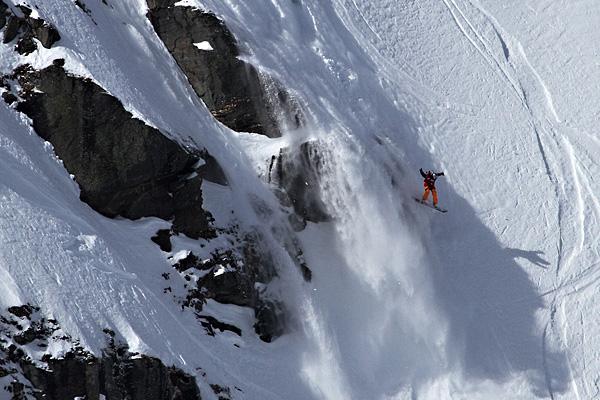 Shannan-Yates-Cliff-Jump